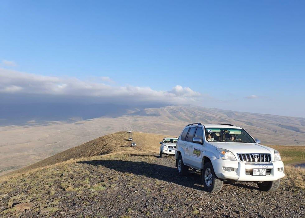 עם הג'יפים אל פסגת הר הגעש.  (צילום: מאגמה)