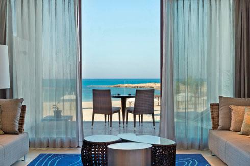 """יפהפה. מלון """"חוף נחשולים"""""""