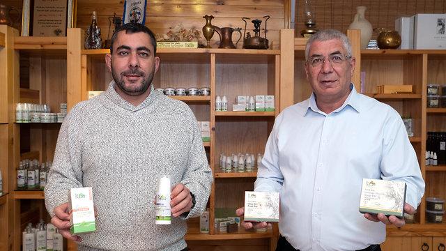 דר דבור מימין לשמאל דר זיאד טארק זיאד תחרות עסקים קטנים 12 (צילום: אפי שריר)