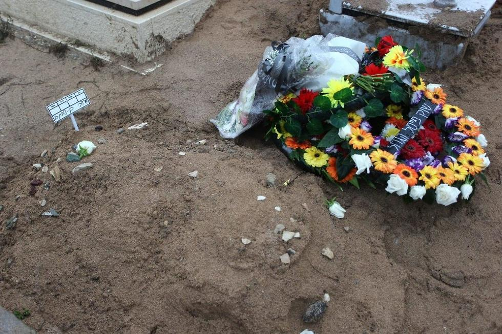 קברו של מוטי בן שבת (צילום: גיל נחושתן )
