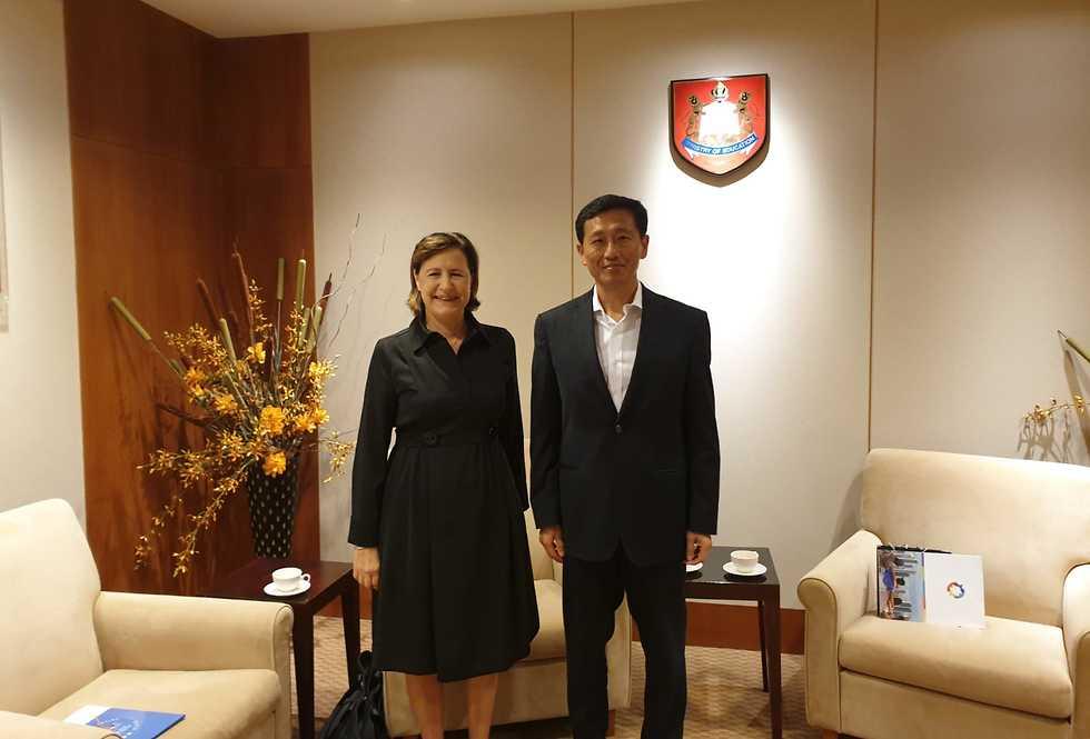 פרופ' זילברשץ וקונג, בפגישה שהתקיימה לאחרונה בסינגפור ()