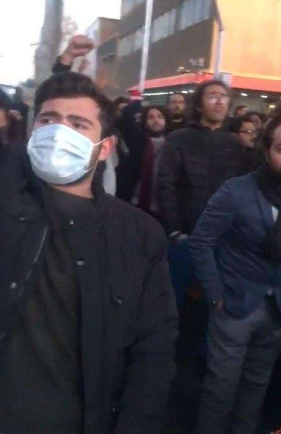 הפגנה הפגנות איראן נגד משמרות המהפכה נגד הפלת המטוס ()