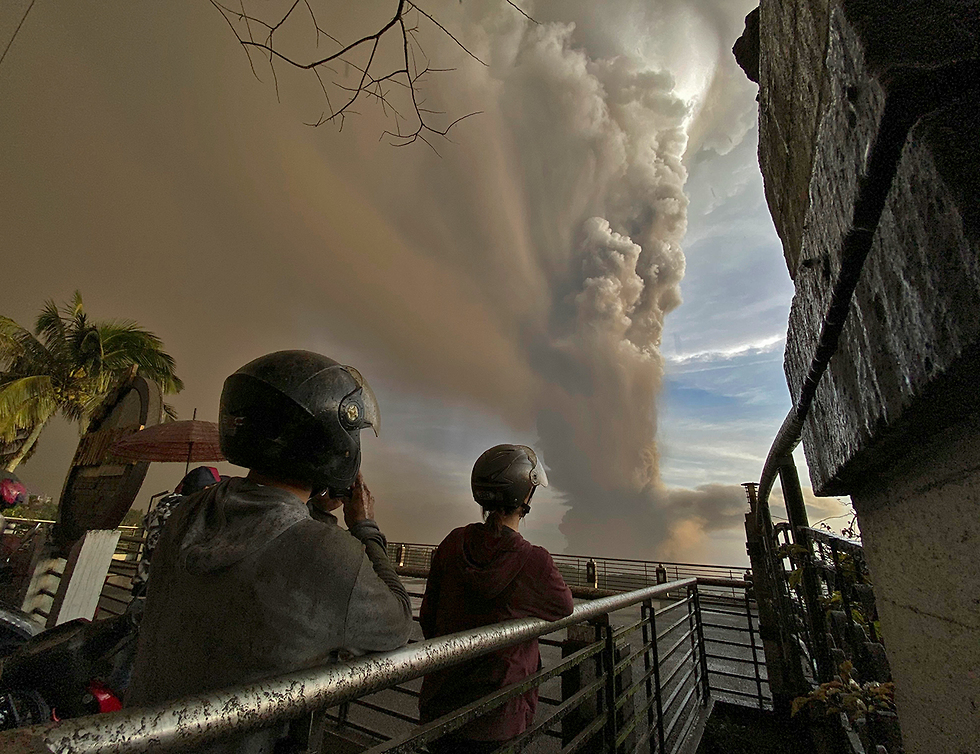 התפרצות הר געש טאאל  (צילום: AP)