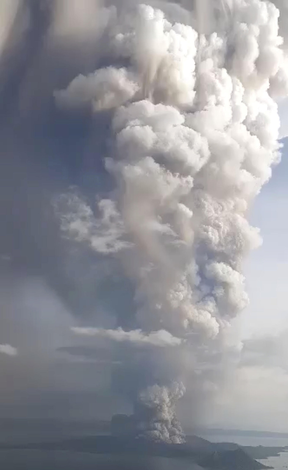 התפרצות הר געש טאאל  (צילום: רויטרס)
