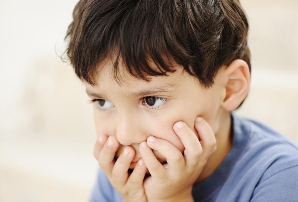 ילד אוטיסט בוהה (צילום: shutterskock)