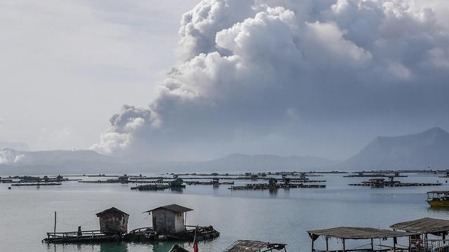 הפיליפינים פיליפינים התפרצות הר געש טאל טאליסיי (צילום: EPA)