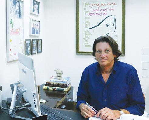 """סרטן השד קיים גם אצל גברים. יש לפנות לכירורג, שיבצע בדיקה קלינית וצילומים כאולטרסאונד וממוגרפיה. ד""""ר רפי קליין  (צילום: צילי ויס)"""