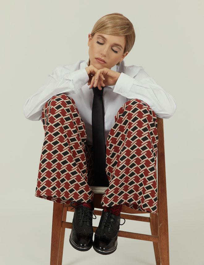 עניבה, names   מכנסיים, קובי גולן   חולצה, אוסף פרטי   גרביים, זוהרה   נעליים, יונייטד ניוד (צילום: לירון ויסמן)