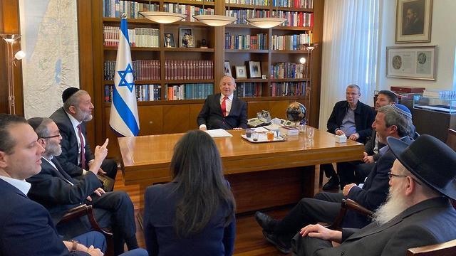 Биньямин Нетаниягу с лидерами правых партий
