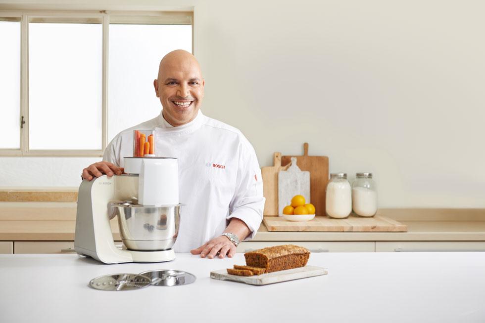 עוגה בחושה היא תמיד התשובה לקינוח זריז לצד הקפה. למיקי שמו יש את המתכון לעוגה המנצחת, שבעזרת המיקסר המקצועי של בוש יוצאת אוורירית וטעימה