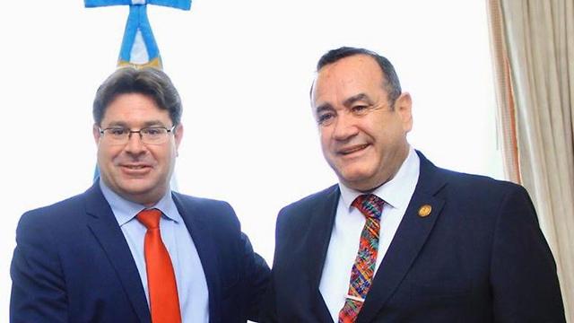 אקוניס ונשיא גואטמלה הנכנס ()