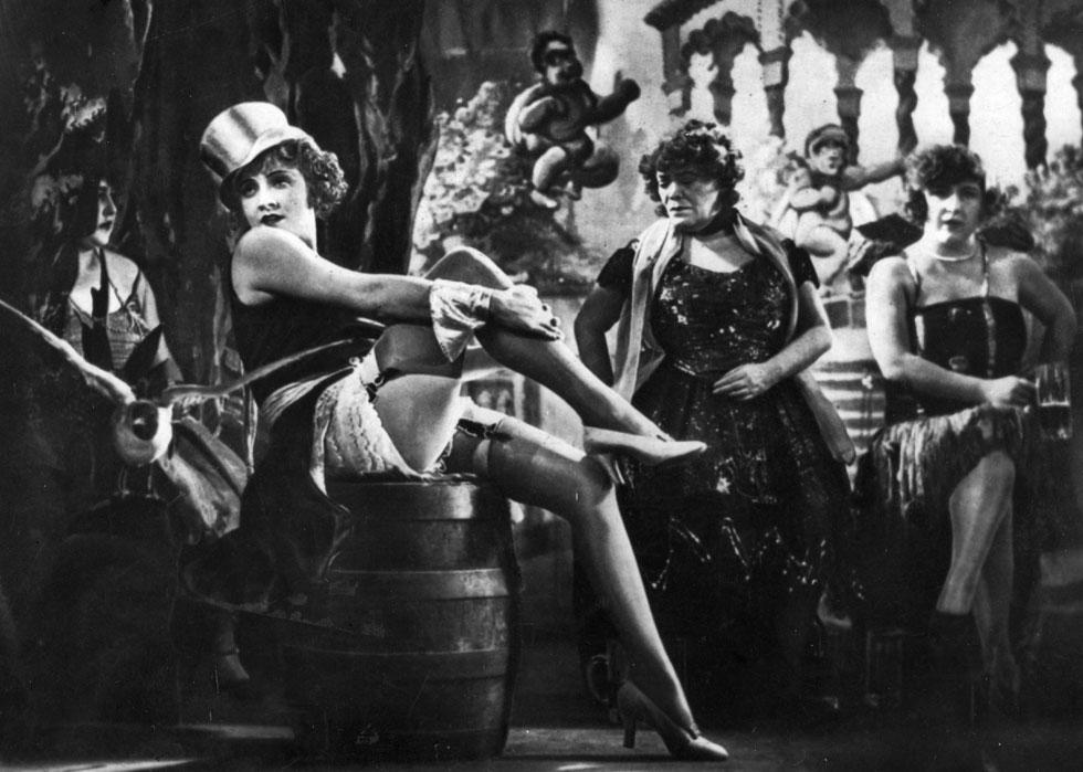 """""""הרגליים שלי לא כאלה יפות, אני פשוט יודעת מה לעשות איתן"""". בסרט """"המלאך הכחול"""", 1930 (צילום: Hulton Archive/GettyimagesIL)"""