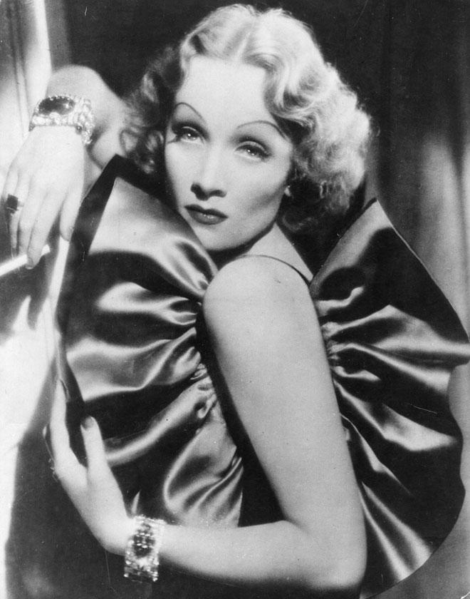ידעה להתייחס לתדמית הפאם פאטאל באירוניה. 1935 (צילום: Eugene Robert Richee/GettyimagesIL)