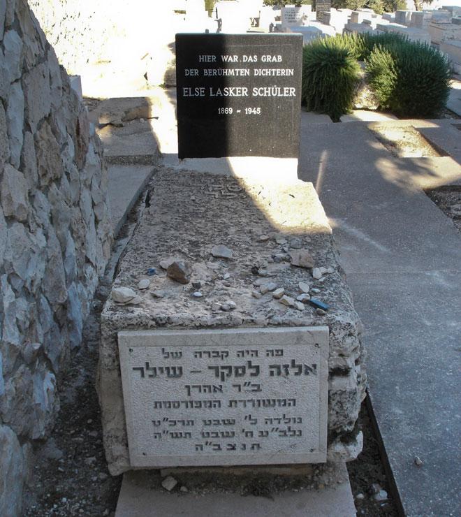 """קברה של לסקר-שילר בירושלים, 2009. משאלתו של אצ""""ג התגשמה (צילום: embeka62, cc)"""