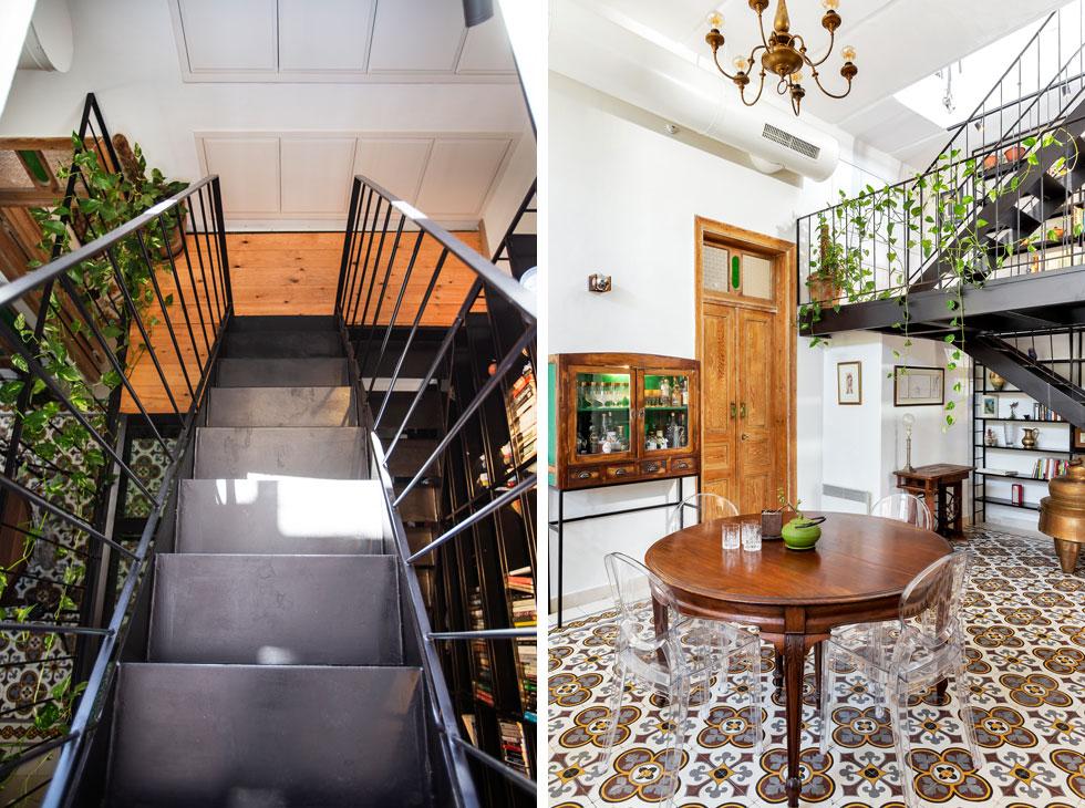 מימין נראה גרם המדרגות והגשר במפלס הביניים. לצדו דלת חדר ההורים, גבוהה בהתאם לפרופורציות של הדירה, שקולפה מהצבע שכיסה אותה. הקירות משמשים כרקע לאוסף הרהיטים המיוחד. משמאל: רוחב מדרגות הברזל 60 סנטימטרים בלבד, ומשני צדיהן מרווח פתוח (צילום: סוזי לוינסון)