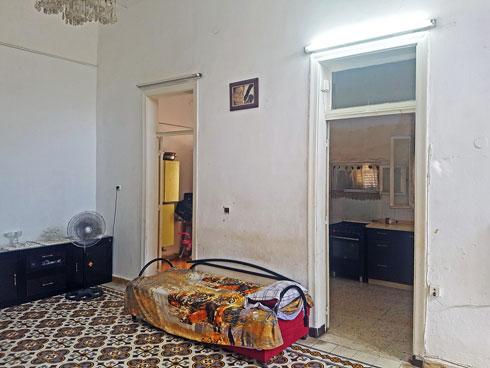 החדר משמאל הוא היחיד שבוטל, והפך לסלון פתוח למטבח (צילום: סמי שלום כנפו)