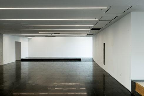 האולמות עדיין ריקים. התצוגה תותקן בקרוב (צילום: גדעון לוין)