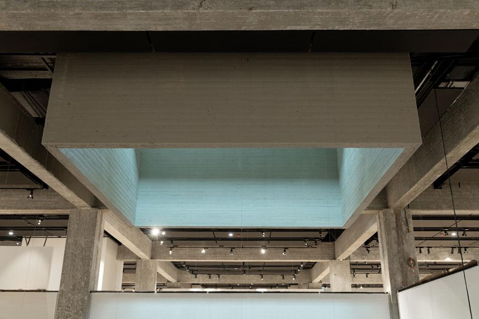מסגרת הסקיי לייט. בית התפוצות מזכיר מאוד את מוזיאון תל אביב לאמנות. יצחק ישר היה אדריכל שותף בשני הפרויקטים (צילום: גדעון לוין)