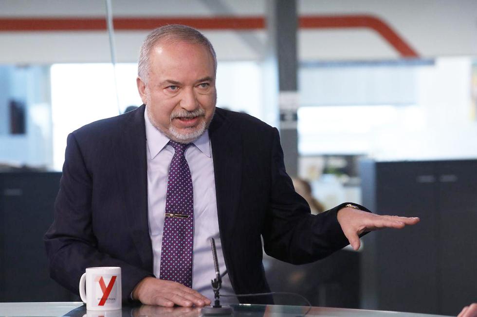 אביגדור ליברמן באולפן ynet (צילום: שאול גולן)