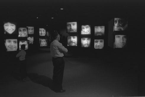 """רבים מהמבקרים זוכרים את השחור-שחור של התערוכה ההיא (צילום: חנניה הרמן, לע""""מ)"""