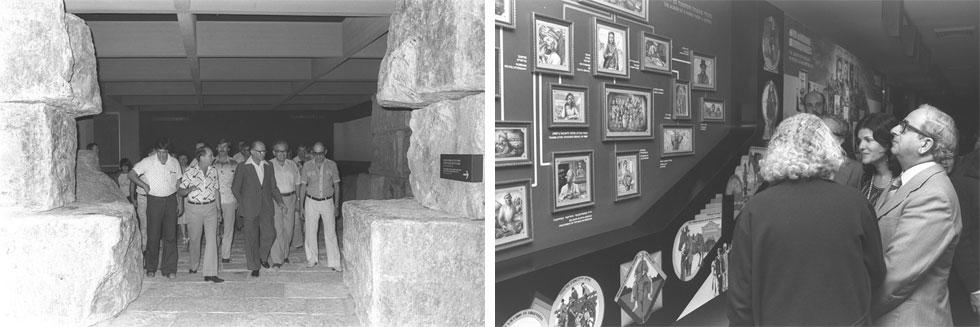 """פתיחת בית התפוצות ב-1978 עוררה התרגשות רבה וגל מבקרים עצום, בראשות ראשי המדינה (מנחם בגין מימין, יצחק ואופירה נבון משמאל). החללים החשוכים השתלבו באווירה הקודרת והעגומה שאפפה את התערוכה (צילום: סער יעקב, לע""""מ)"""
