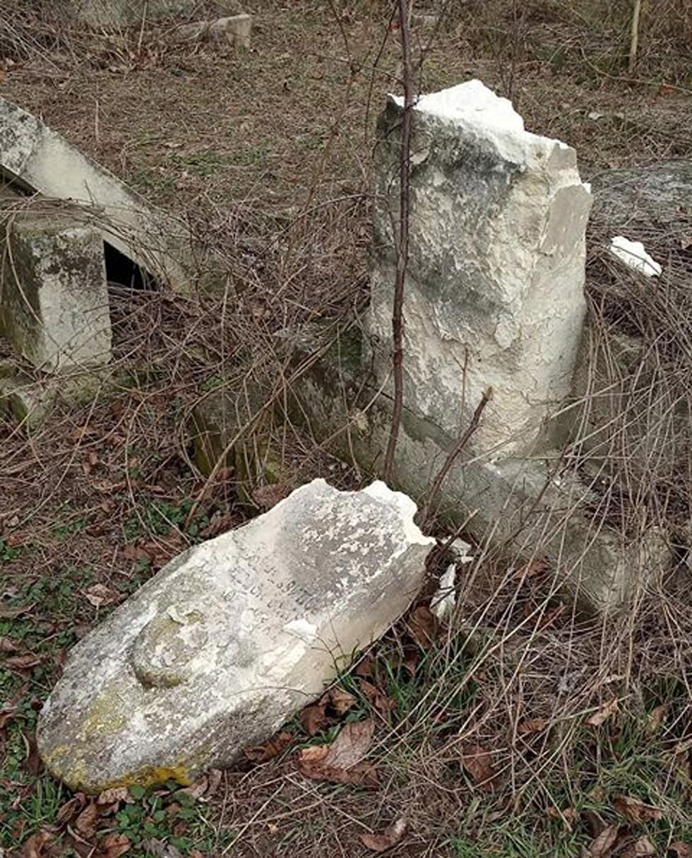 ונדליזם בבית קברות בבולגריה ()