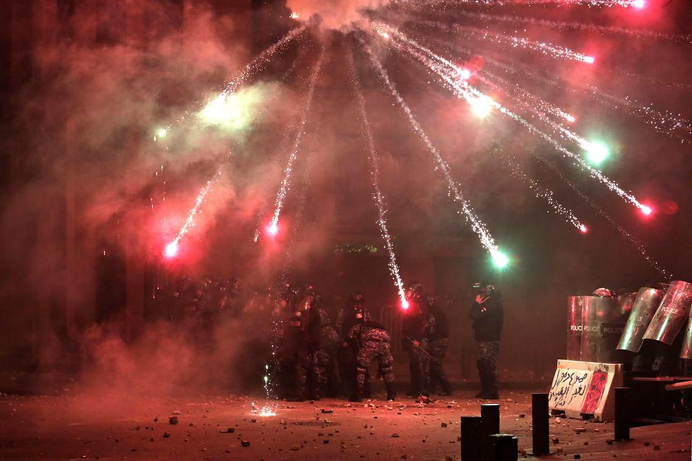 כיתוב:  הפגנה מפגינים עימותים ביירות לבנון (צילום: AP)
