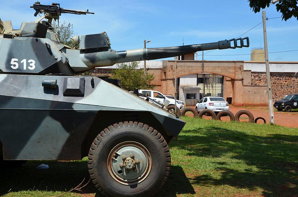 פרגוואי עשרות אסירים ברחו מכלא בעיר פדרו חואן קבלרו גבול ברזיל (צילום: AP)