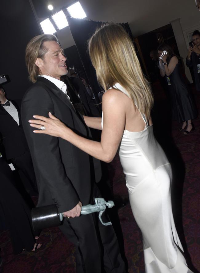 המפגש ששבר את הרשת. אניסטון ופיט בטקס פרסי איגוד השחקנים בשנת 2020 (צילום: gettyimages)