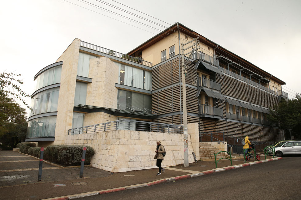 ויצו חיפה במושבה הגרמנית. בניגוד לטכניון, שנמצא בקמפוס מנותק, כאן בית הספר מוטמע בלב העיר (צילום: אלעד גרשגורן)