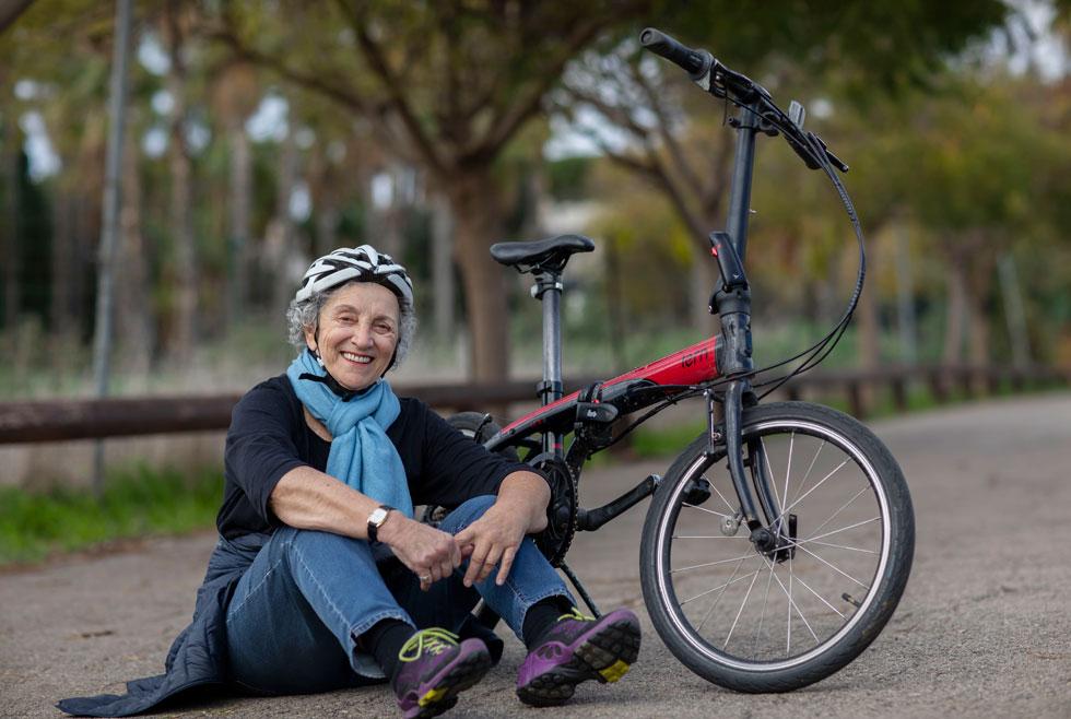 """אסתר הלוי. """"יש לי רשימה של דברים שאני רוצה לעשות לפני שאמות, ורכיבה על אופניים היא אחד מהם"""" (צילום: אלי דסה)"""
