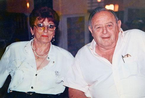 """שמואל ודבורה בן דרור ז""""ל, הוריו של אדי. הקשר ההדוק איתם נמשך כל השנים (צילום: אלבום פרטי)"""