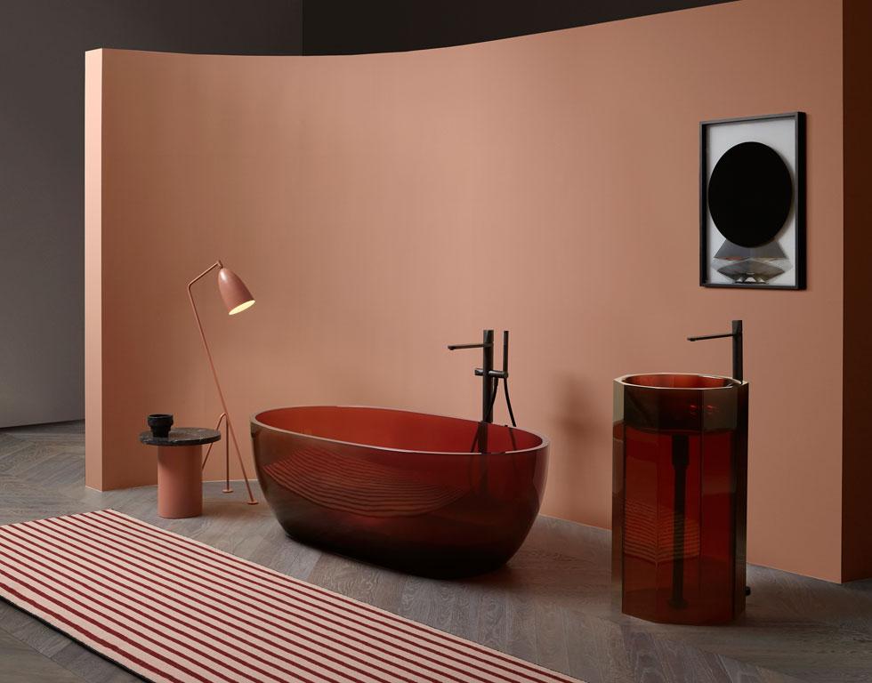 עוד מ-maison&objet: חברת Antoniolupi, ביבוא HeziBank, הציגה לצד האמבטיות, הכיורים והברזים גם קולקציה של שטחים, מחיצות, מראות, קמינים וגופי תאורה, המיועדים לחדרי רחצה