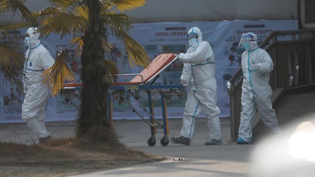 נגיף סין סיני צוות רפואי בית חולים ב ווהאן  (צילום: EPA)