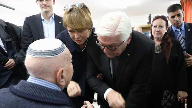 נשיא גרמניה וולטר פרנק שטינמאייר פוגש ניצולי שואה   (צילום: ששון תירם)