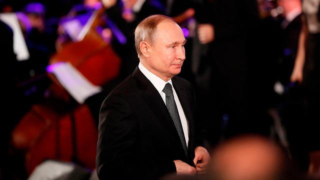 Владимир Путин на открытии мемориала. Фото: AFP
