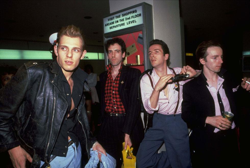 סטראמר (שני מימין) עם חבריו לקלאש, 1981. הלהקה הגדולה והחשובה ביותר בתולדות הפאנק (צילום: AP)