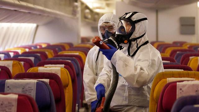 Салоны самолетов дезинфицируют после каждого рейса. Фото: ЕРА