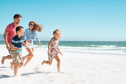 עכשיו הזמן לקנות כרטיסי טיסה לחופשת הקיץ  (צילום: Shutterstock)