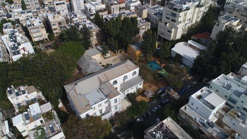 המבנה ההיסטורי זקוק לשיפוץ, על כך אין ויכוח. רק שלא ברור מה העירייה מתכוונת לעשות בו לאחר השיפוץ (צילום: Drone Image Bank)