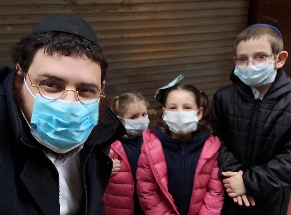 הרב ישראל ליברמן וילדיו ()