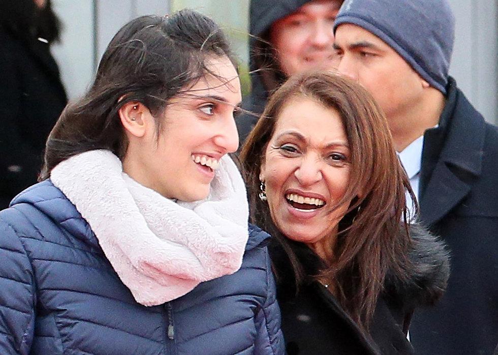 Наконец вместе. Яфа и Наама в московском аэропорту перел вылетом на родину. Фото: MCT