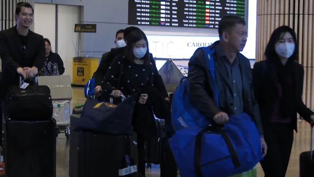 נוסעים חוזרים מ סין  (צילום: אלי מנדלבאום)