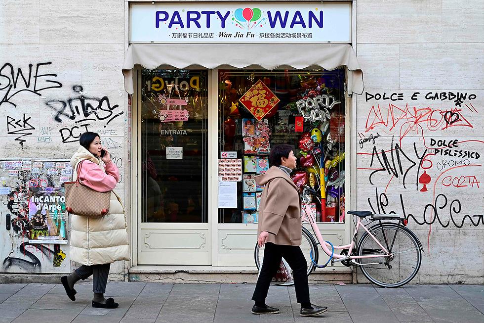 נגיף קורונה במעוז הסיני ב מליאנו איטליה (צילום: AFP)