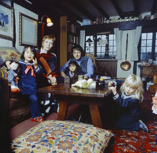 פארו עם בעלה לשעבר אנדרה פרווין וילדיהם, 1978 (צילום: AP)