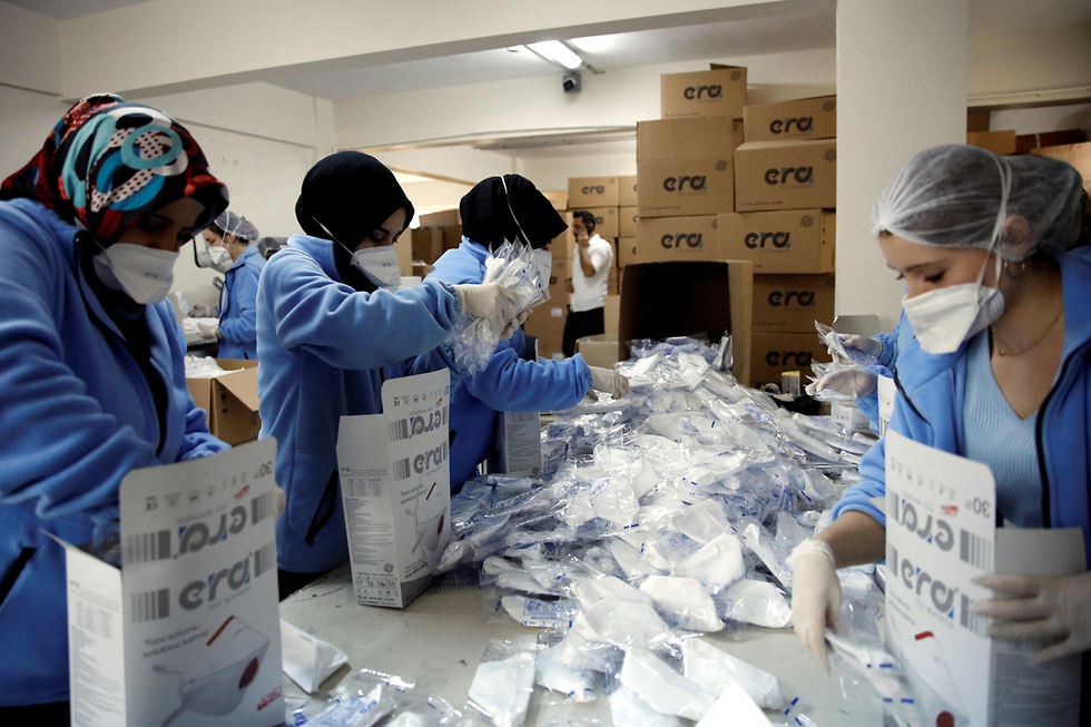 וירוס נגיף ה קורונה סין מפעל לייצור מסכות איסטנבול טורקיה (צילום: רויטרס)