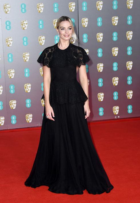 מרגו רובי לובשת שאנל (צילום: Gareth Cattermole/GettyimagesIL)