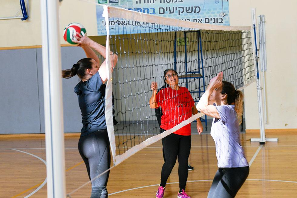 """""""האלות"""" בפעולה. """"זה לא רק המשחק, אלא כל החבילה – הקבוצה, החיבור עם שאר הבנות"""" (צילום: חורחה נובומינסקי)"""