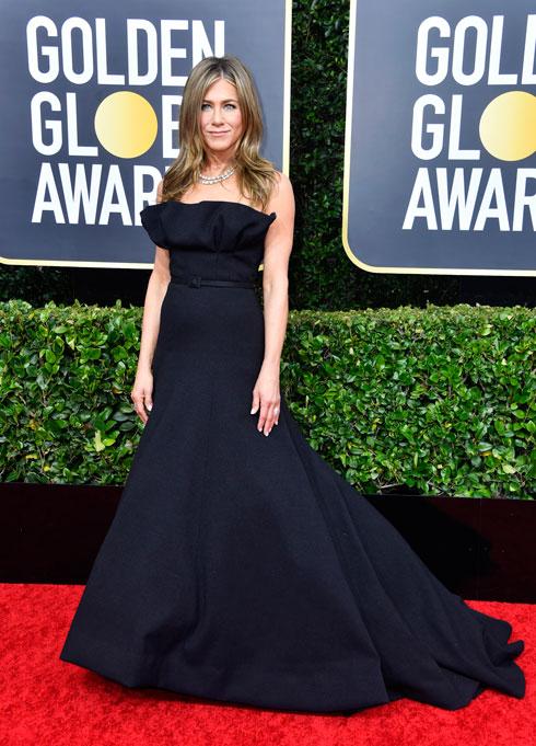 במקום השני בגלובוס הזהב: ג'ניפר אניסטון לובשת דיור הוט קוטור (צילום: Frazer Harrison/GettyimagesIL)