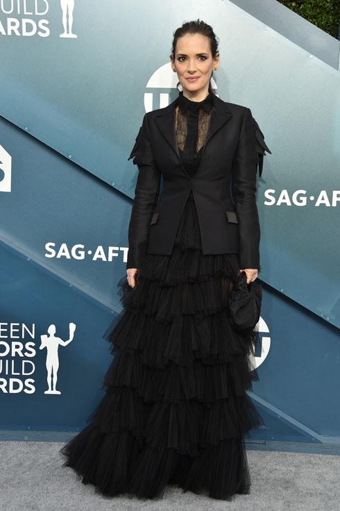 במקום השני ב-SAG: וינונה ריידר לובשת דיור הוט קוטור (צילום: Gregg DeGuire/GettyimagesIL)